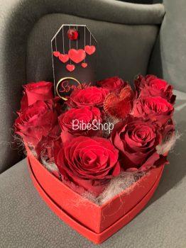 10 szál vörös rózsa kerek vagy szív alakú dobozban